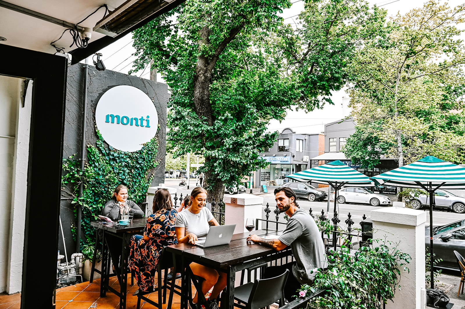 Choose a Reputed Café for a Memorable Experience - montifoodandwine